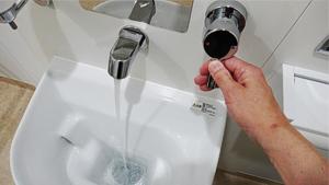 オストメイト用トイレの水洗蛇口レバー