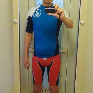VOLCOMラッシュガード(Lサイズ)とmizuno競泳水着(Mサイズ)着用 身長170cm