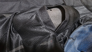elf胸部プロテクターのジャケットへの入れ方3