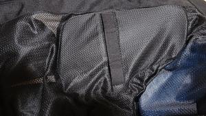 elf胸部プロテクターのジャケットへの入れ方4