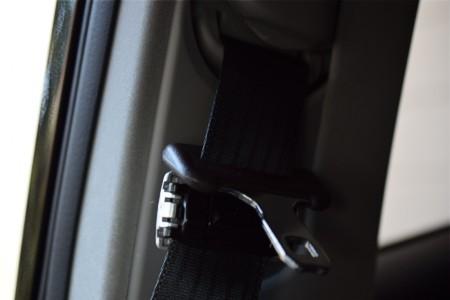 シートベルトのバックルを外したところ 写真2