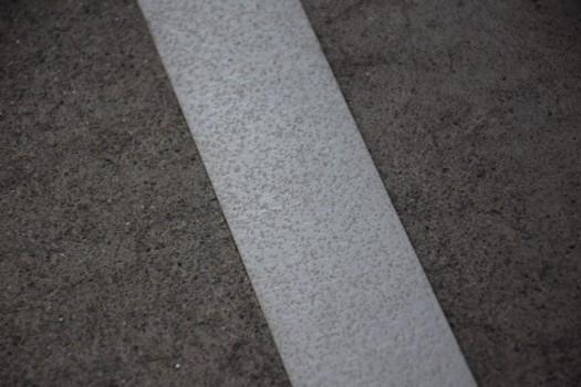駐車場用路面反射ラインテープ