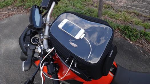 YAMAHA MT-09タンクバッグとiPhone4S