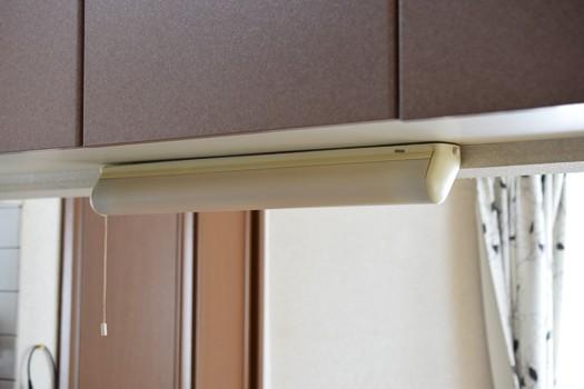 交換前のDAIKO製キッチン手元灯(蛍光灯)