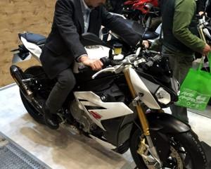BMW S1000R足つき確認