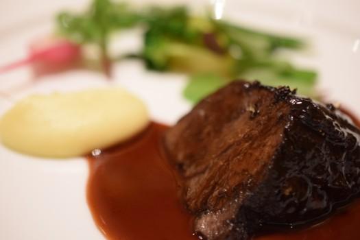 牛ほほ肉の赤ワインソース