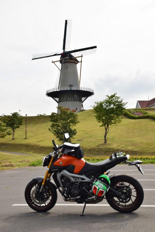 MT-09と長沼フートピア公園の風車