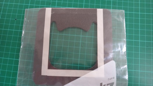 両面テープセパレータ剥がし発泡体に接着1