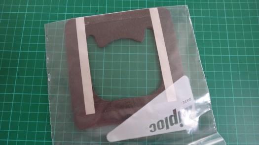 両面テープセパレータ剥がし発泡体に接着2