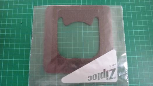 両面テープセパレータ剥がし発泡体に接着4