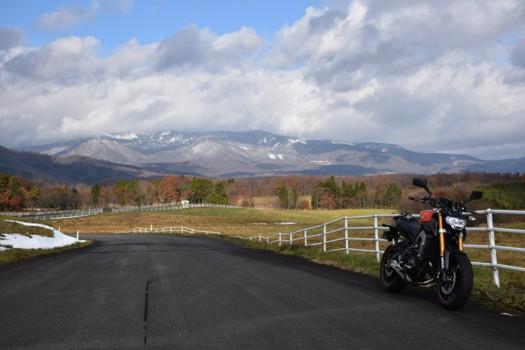 深山牧場から臨む栗駒山