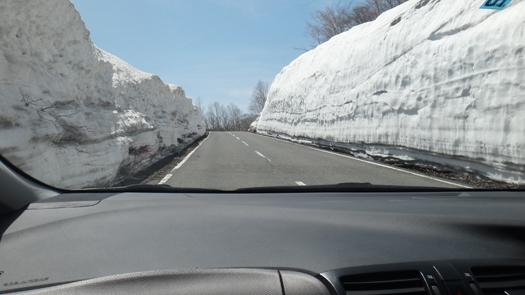 いわかがみ平 雪壁道路