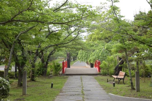 涌谷城山公園池の橋