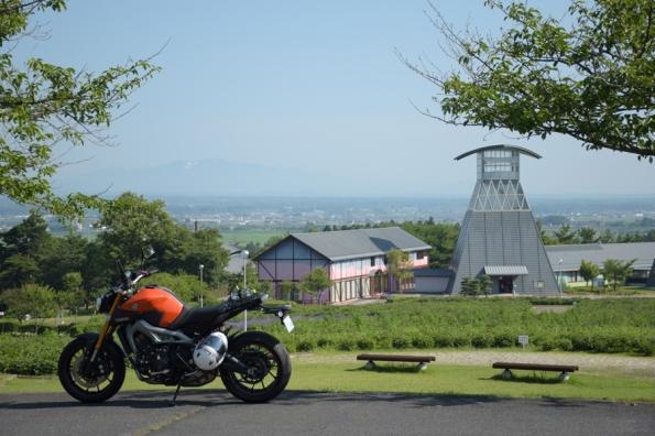愛宕山公園から望む栗駒山とMT-09