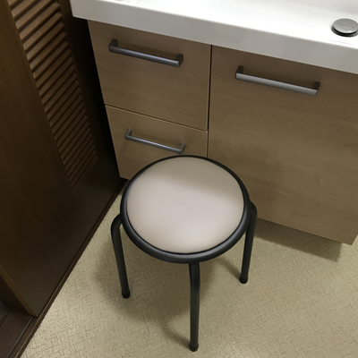 洗面所の丸椅子