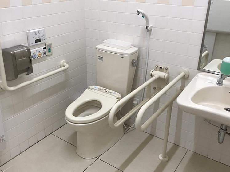 スーパーマーケットのオストメイトトイレ