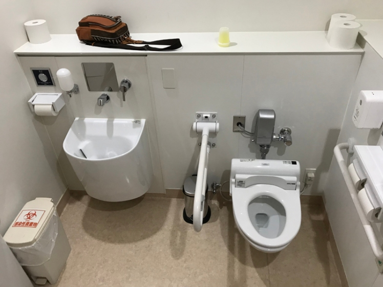 病院2Fのオストメイト対応トイレ