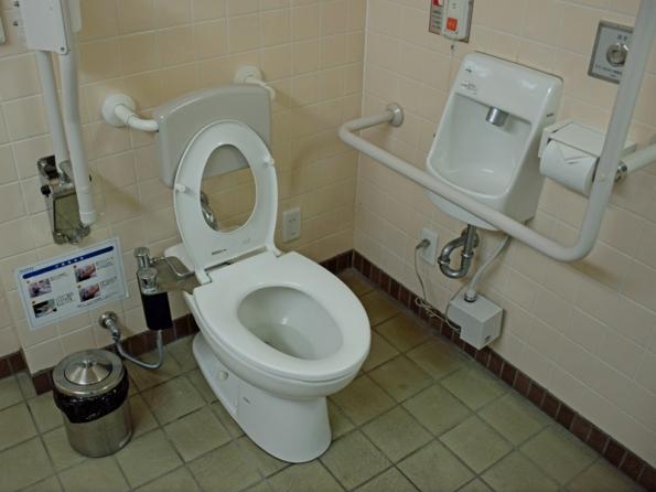 皇居東御苑平川門のオストメイトトイレ