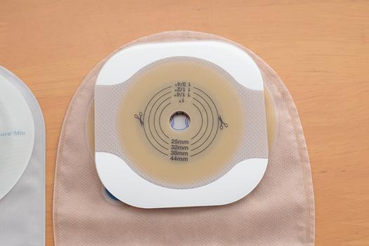 ConvaTec エスティームモルダブル面板とHollisterニューイメージFWFテープ付き