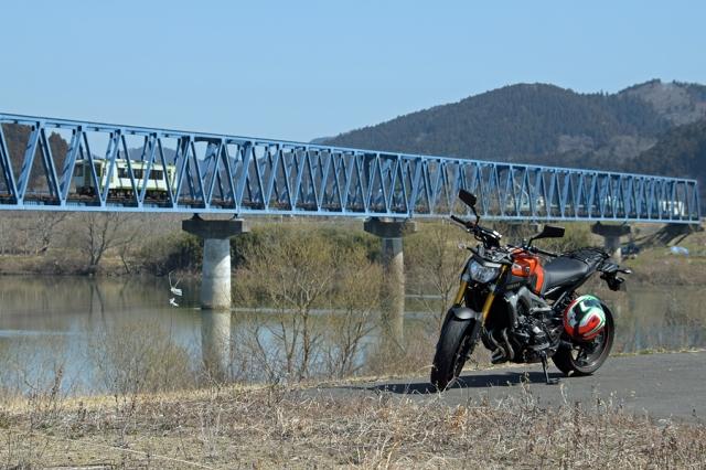 気仙沼線と北上川とMT-09
