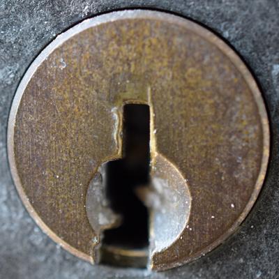 玄関扉鍵穴