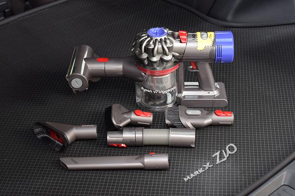 Dyson V7 TriggerproとMark X Zio Luggage Floor Mat