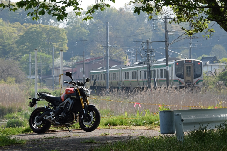 東北本線とMT-09 伊豆沼にて