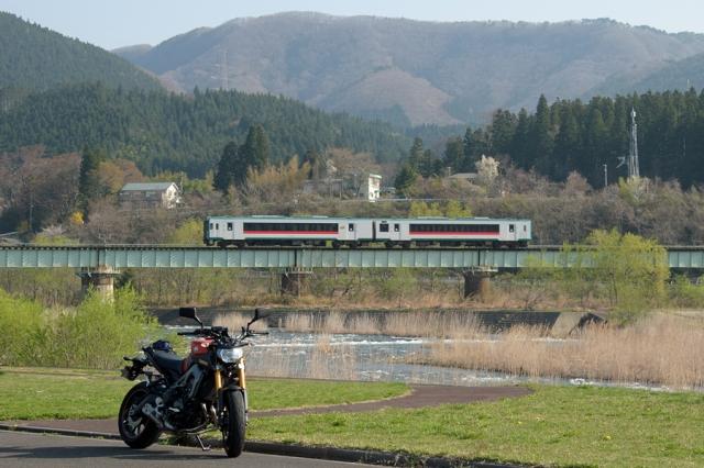 陸羽東線とMT-09_鳴子江合川河川公園