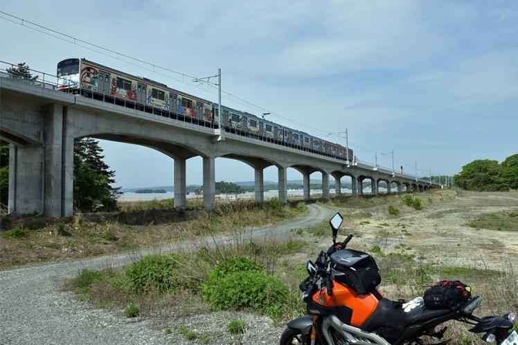 仙石線マンガッタンライナーとMT-09