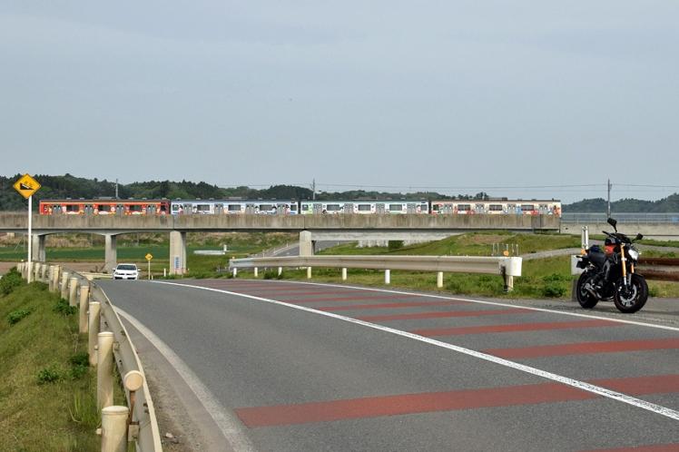 仙石線マンガッタンライナーとMT-09と一級河川吉田川
