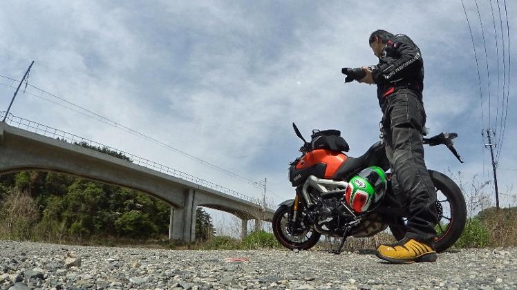 仙石線高架橋下にてMT-09とKenU