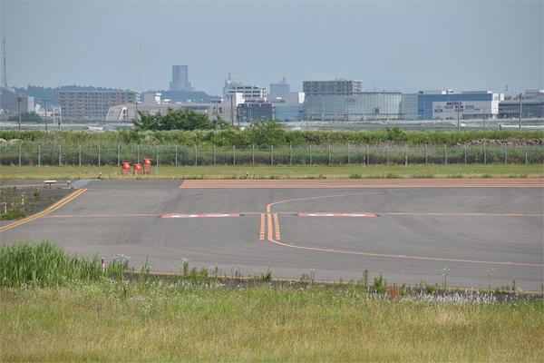 仙台空港滑走路とAEON