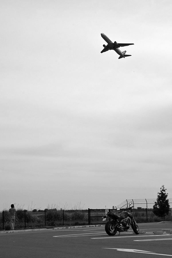 仙台空港臨空公園MT-09とジェット旅客機ポートレート.jpg