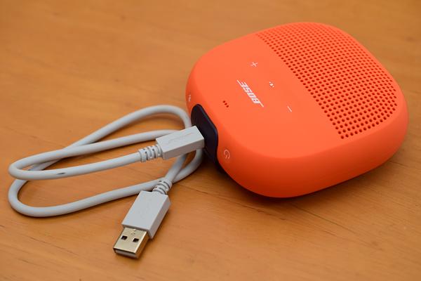 BOSE SoundLink Microの充電準備