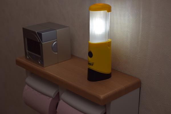 トイレでコールマンマイクロパッカーランタン点灯