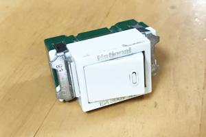 交換したトイレ電灯のスイッチ.jpg
