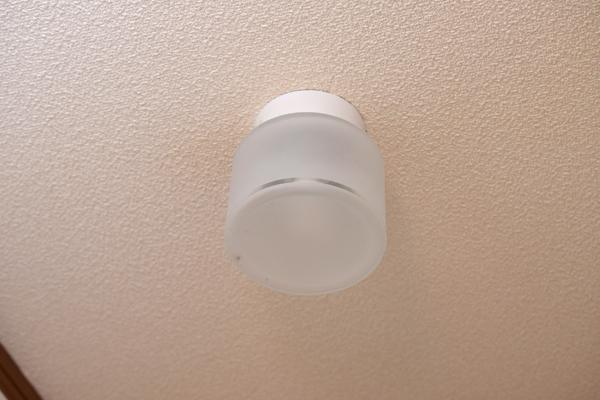 点灯しない自宅トイレの照明