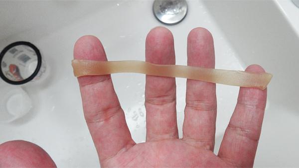 ホリスターアダプト皮膚保護シールの両面フィルム剥離延伸後.jpg