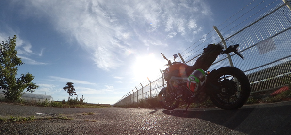 仙台空港北側フェンスとMT-09