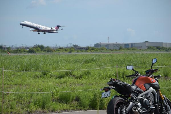 仙台空港旅客機離陸とMT-09
