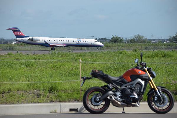 仙台空港IBEX旅客機とMT-09