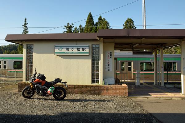 仙山線 熊ヶ根駅舎とMT-09