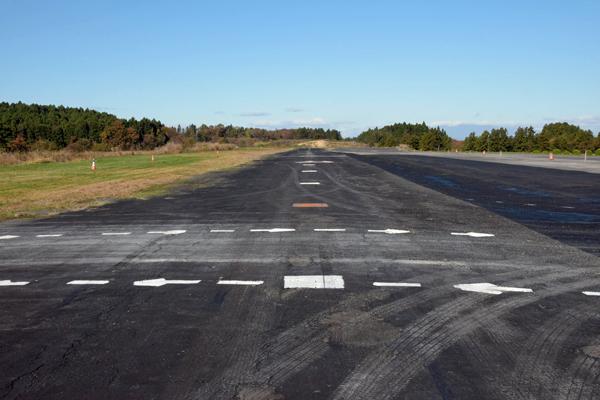 瀬峰飛行場の滑走路
