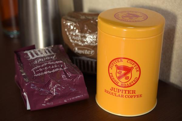 jupiterコーヒー保存缶とコーヒー豆
