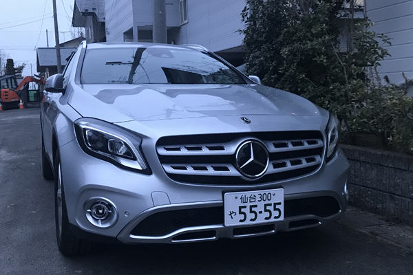 BENZ GLA220 4MATIC KENU自宅前